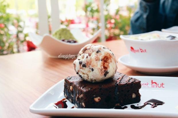 Chocolate Brownie with ChocoChip Ice Cream, 50k