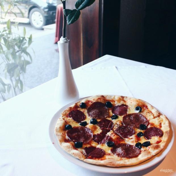 (Half Pizza) Salami Olive, 40.5k