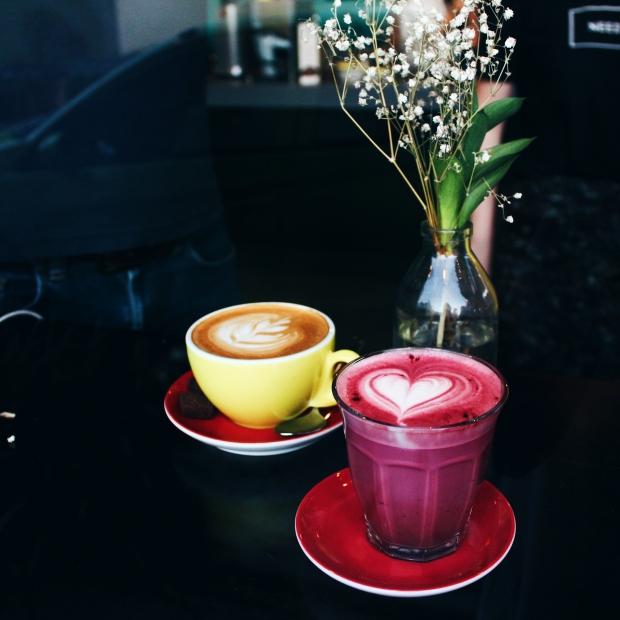 Red Velvet Latte, 25k ; Cafe Latte, 25k